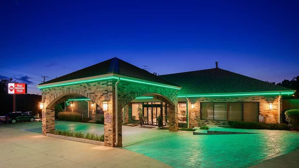 Best Western Plus Antioch Hotel & Suites - Außenansicht
