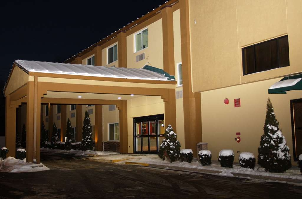 Best Western Woodstock Inn - No matter what time of year, we know you will love the Best Western Woodstock Inn.