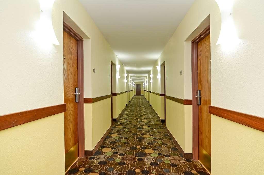 Best Western Woodstock Inn - Interior Corridor