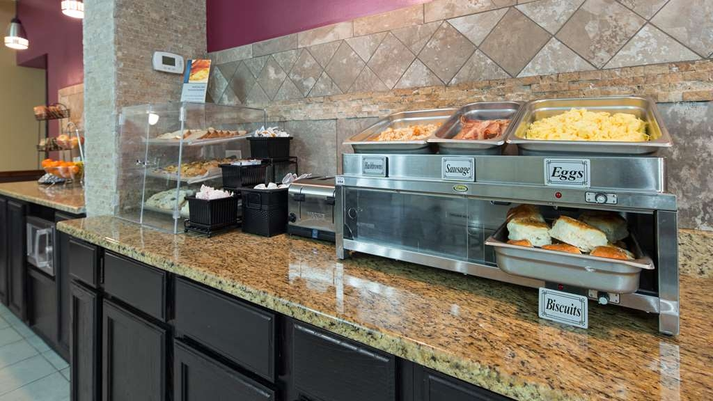 Best Western Woodstock Inn - Enjoy a balanced and delicious breakfast with choices for everyone.