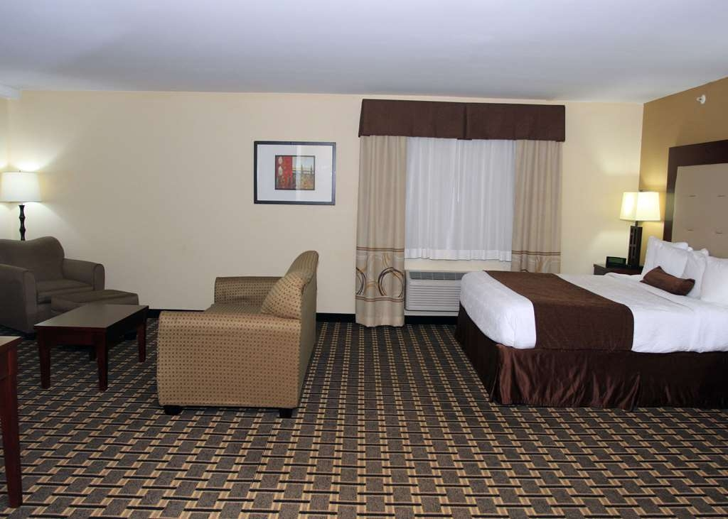 Best Western Woodstock Inn - Upgrade yourself to our One King Bed with Sofa Sleeper for added comfort during your stay.