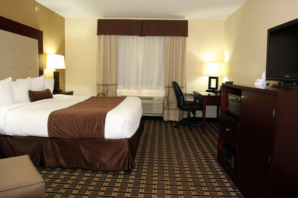 Best Western Woodstock Inn - Our spacious standard king guest room has all the comforts of home at your fingertips.