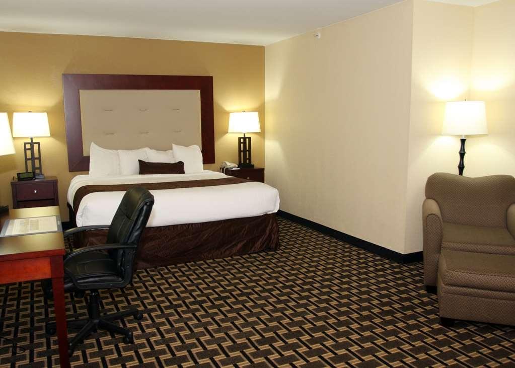 Best Western Woodstock Inn - Premium King with Sofa Sleeper room