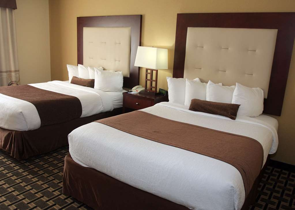 Best Western Woodstock Inn - Your comfort is our first priority. In our Two Queen Guest Room, you will find that and much more.