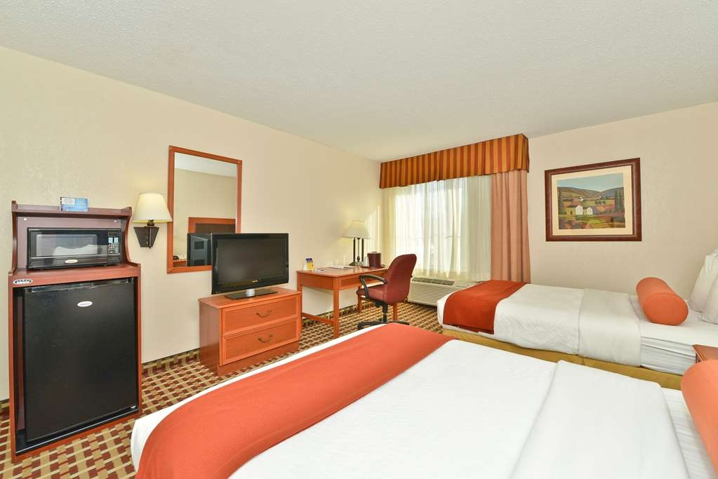 Best Western Marion Hotel - Traveling with family come enjoy a double room with two beds.