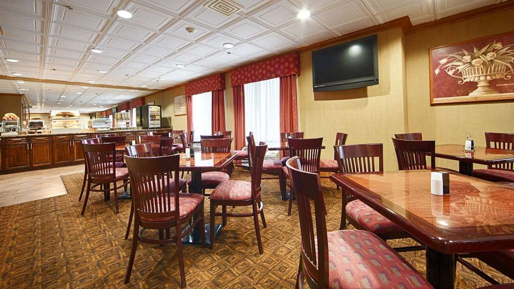 Best Western Marion Hotel - Choose from a wide selection of seating to enjoy your morning meal.