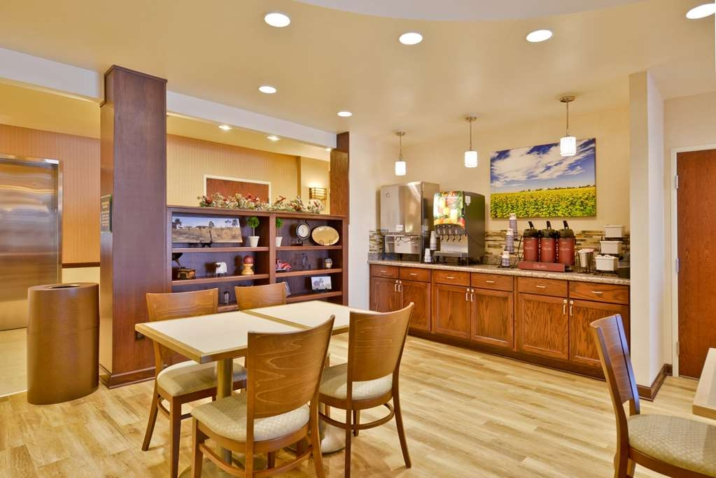 Best Western Plus Green Mill Village Hotel & Suites - Desayuno Buffet