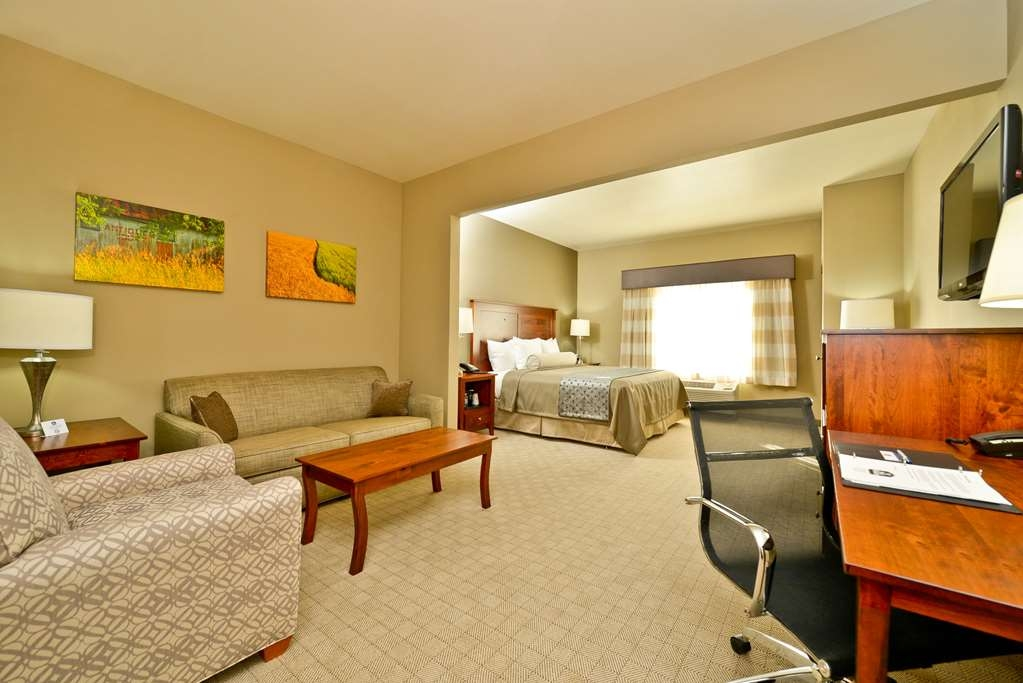 Best Western Plus Green Mill Village Hotel & Suites - Suite