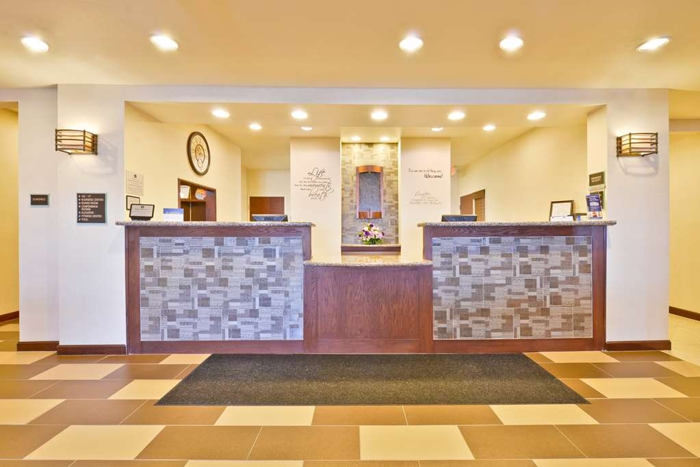 Best Western Plus Green Mill Village Hotel & Suites - Vista del vestíbulo