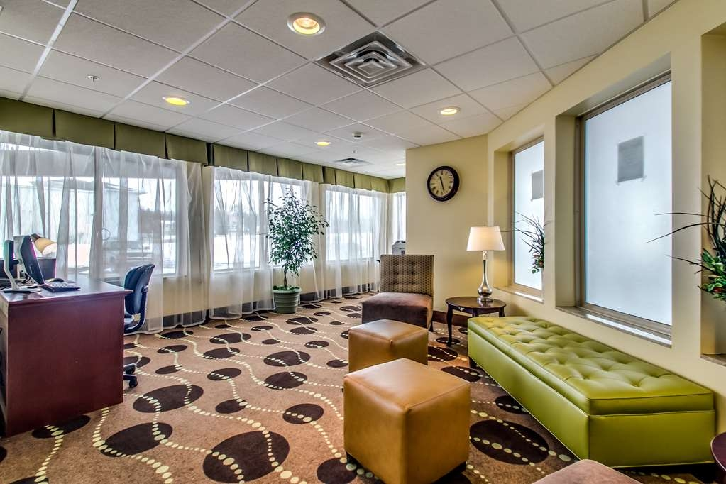 Best Western Geneseo Inn - Relax in our lobby where the atmosphere is friendly and the staff is readily available for all of your needs.