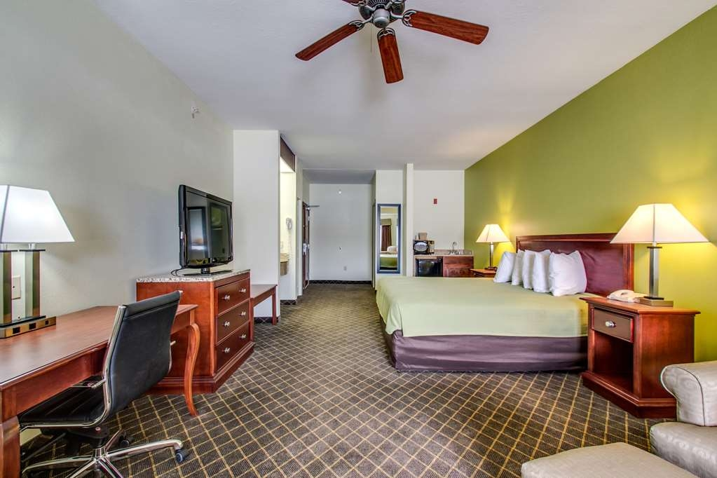 Best Western Geneseo Inn - King Guest Room