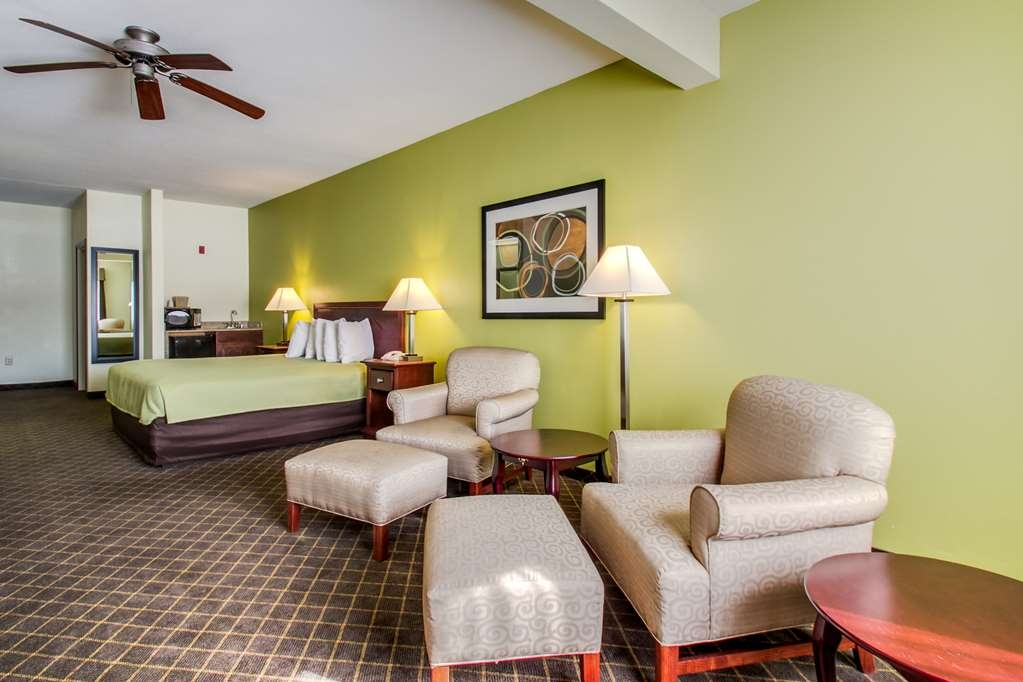 Best Western Geneseo Inn - King Suite