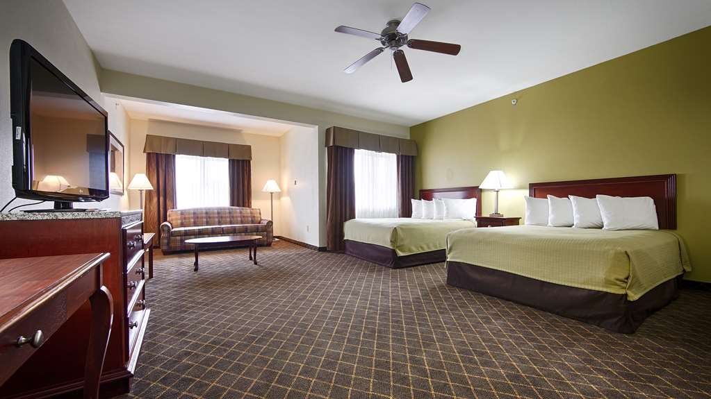 Best Western Geneseo Inn - Bring your whole family along and book a two queen suite.