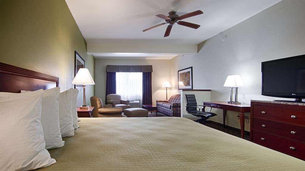 Best Western Geneseo Inn - Our king suite comes equipped with everything you'll need.