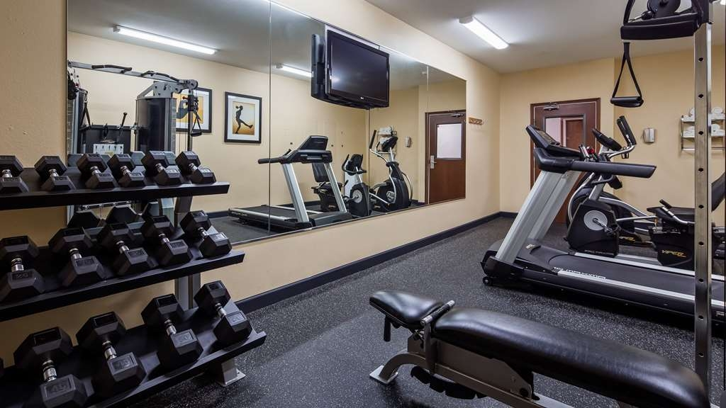 Best Western Geneseo Inn - Our fitness center allows you to keep up with your home routine even when you're not at home.