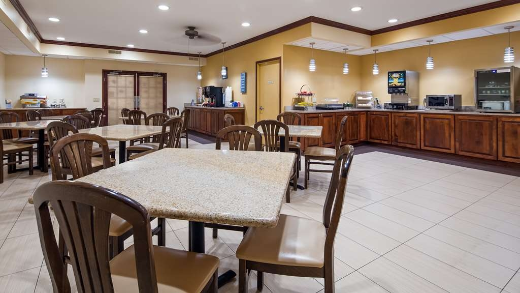 Best Western Geneseo Inn - Our breakfast includes numerous items such as cereals, pastries, breads, juices, coffee and fresh fruit every morning.