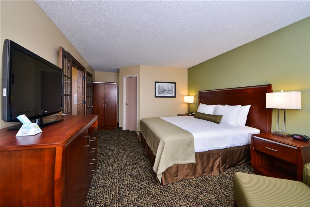 Best Western Plus Glenview-Chicagoland Inn & Suites - King Suite