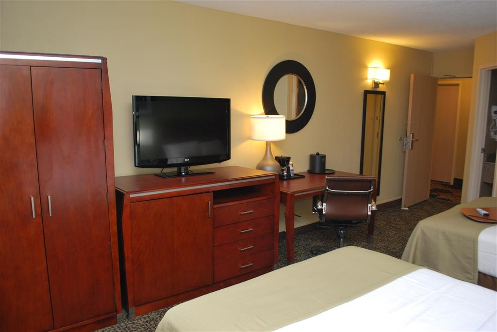 Best Western Plus Glenview-Chicagoland Inn & Suites - In-room 37-inch television