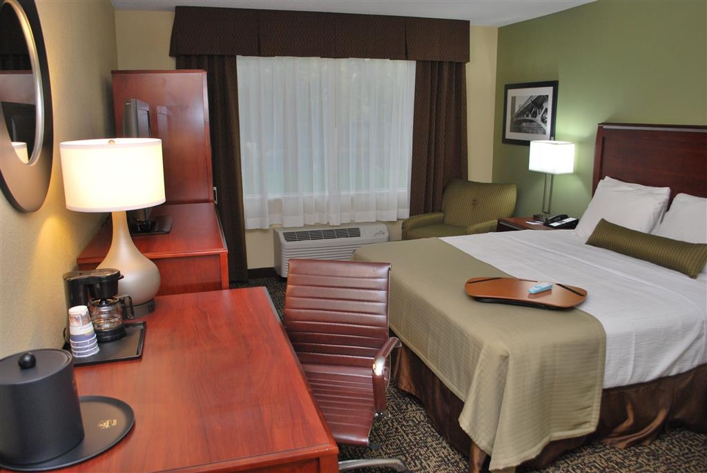 Best Western Plus Glenview-Chicagoland Inn & Suites - Guest Room
