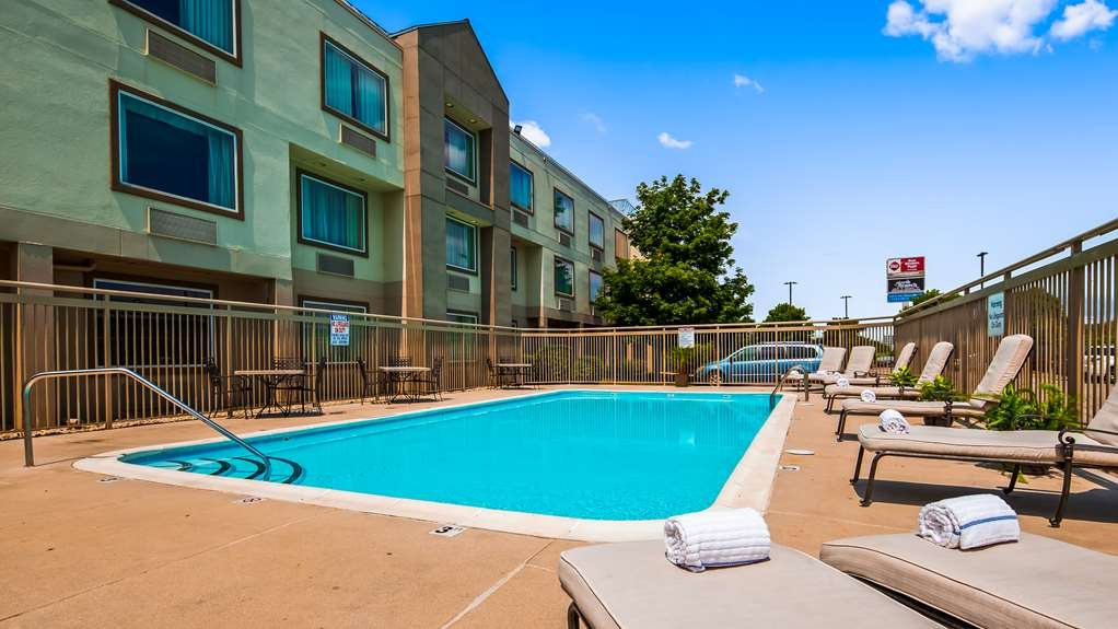 Best Western Plus Glenview-Chicagoland Inn & Suites - Pool