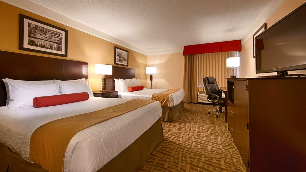 Best Western Plus Peoria - Bring your whole family along and book a two queen standard guest room.