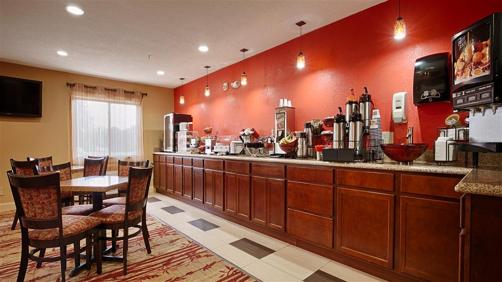 Best Western Jacksonville Inn - Choose from a wide selection of seating to enjoy your morning meal.
