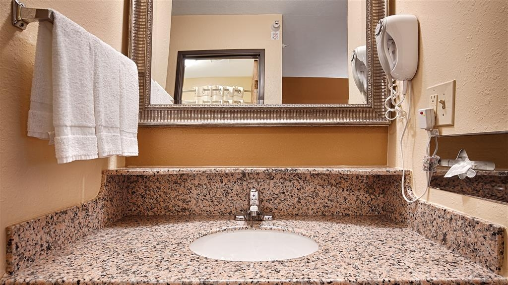 Best Western Jacksonville Inn - Enjoy getting ready for a day of adventure in this fully equipped guest bathroom.