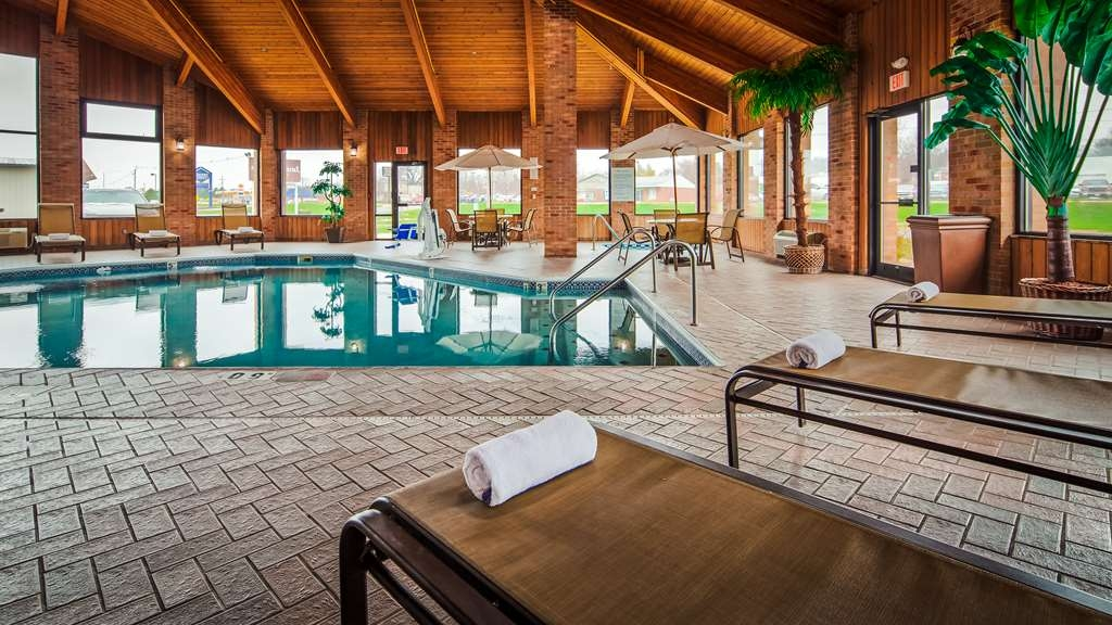 Best Western Jacksonville Inn - Don't let the weather stop you from jumping in, our indoor pool is heated year-round for you and your friends.