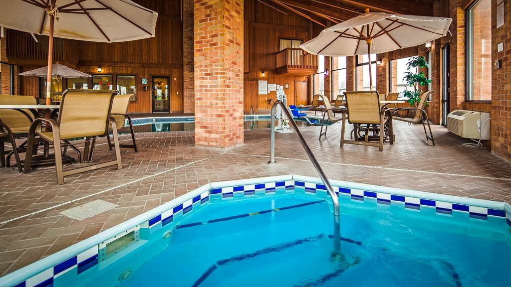Best Western Jacksonville Inn - Relax after a long drive in our relaxing hot tub!