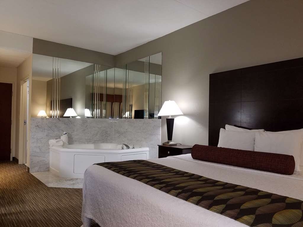 Best Western Plus O'Hare International South Hotel - Guest Suite with Whirlpool