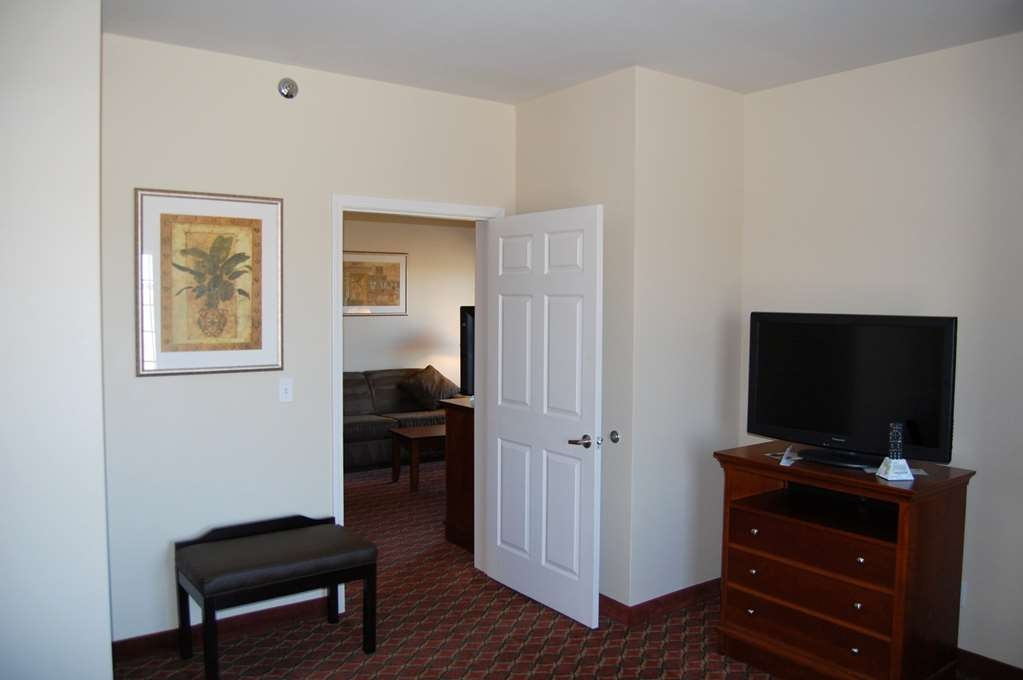 Best Western Plus MidAmerica Hotel - Suite