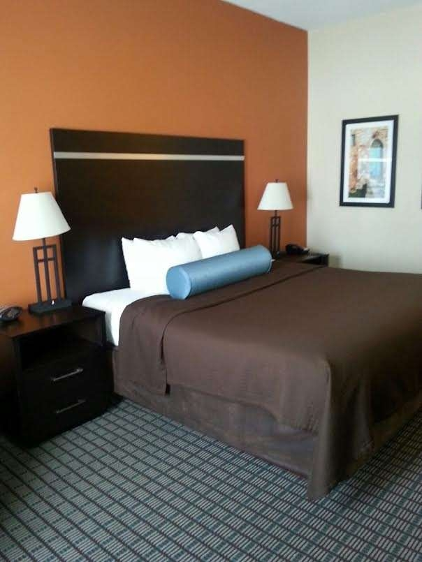 Best Western Plus Pontoon Beach - Whirlpool Suite
