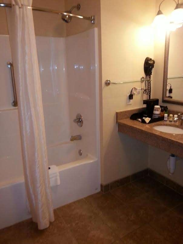 Best Western Plus Pontoon Beach - Mobility Accessible Bathroom
