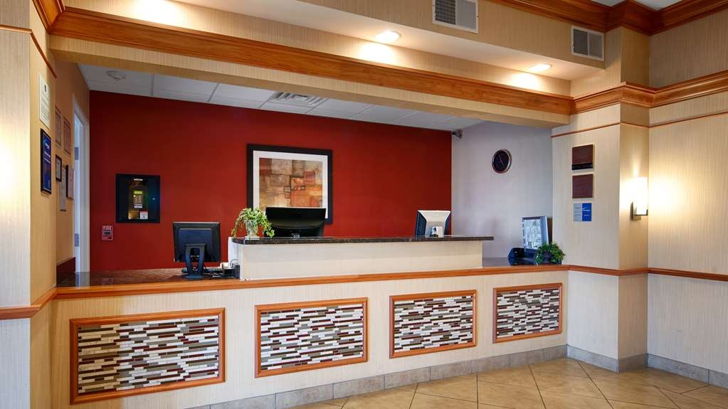 Best Western Plus Pontoon Beach - Reception