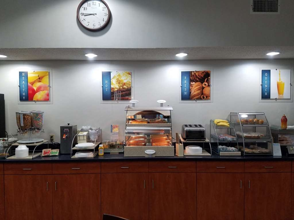 Best Western Troy Hotel - Enjoy our hot breakfast each morning from 6:30 a.m - 9:30 a.m.