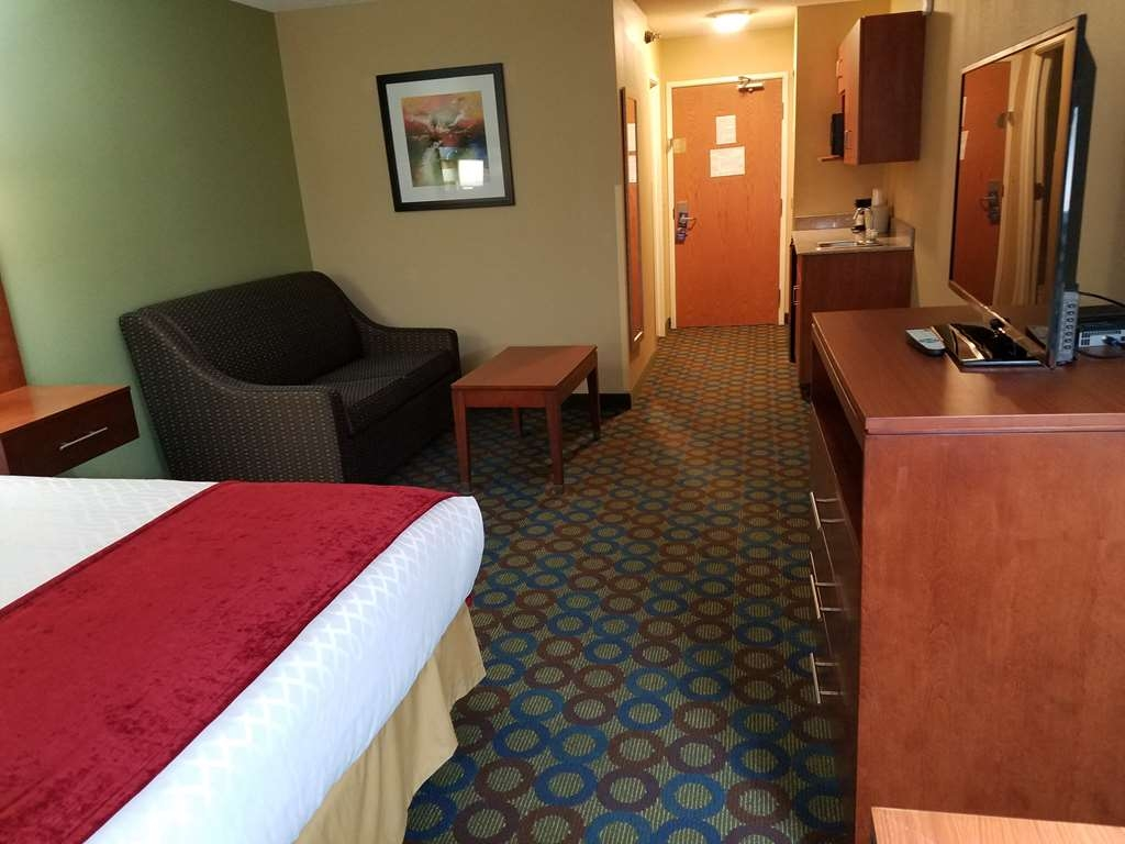 Best Western Troy Hotel - King Suite Guest Room