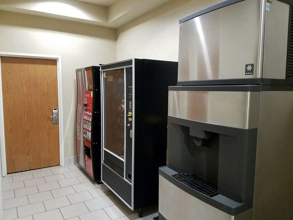 Best Western Troy Hotel - Enjoy a late night snack or beverage located in our vending areas.