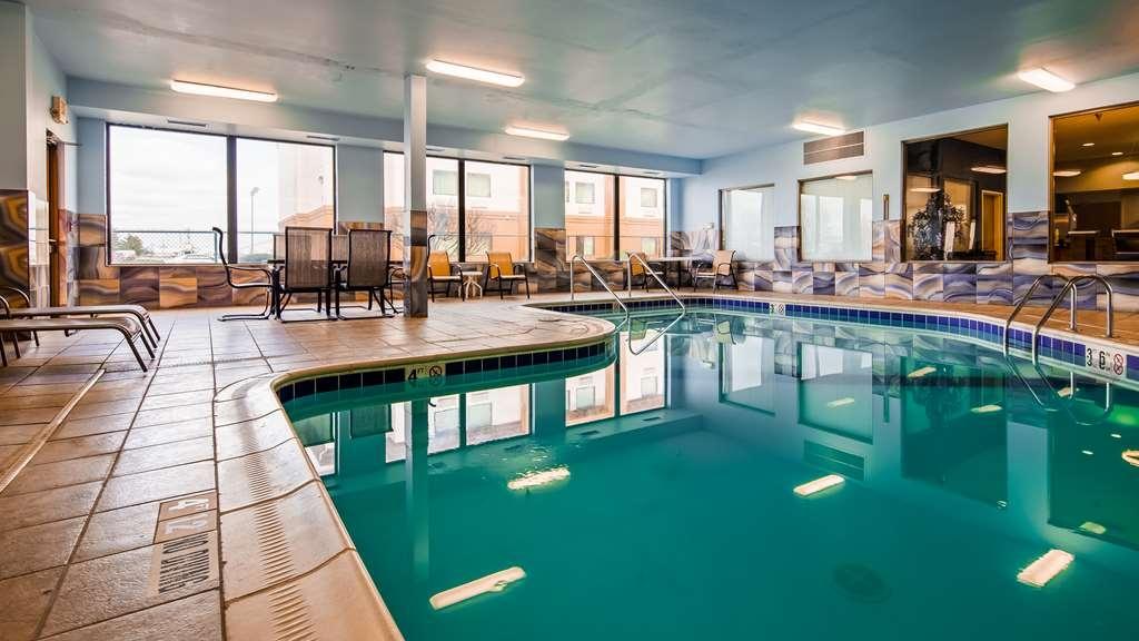 Best Western Troy Hotel - Poolansicht