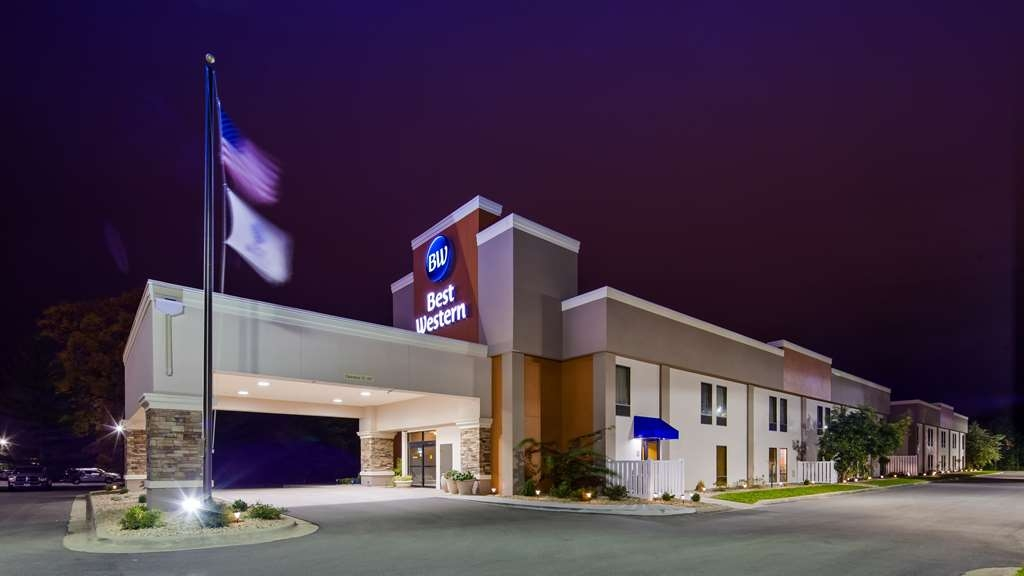 Best Western Delta Inn - Feel right at home at this pet-friendly Illinois hotel with comfortable beds and generous amenities.