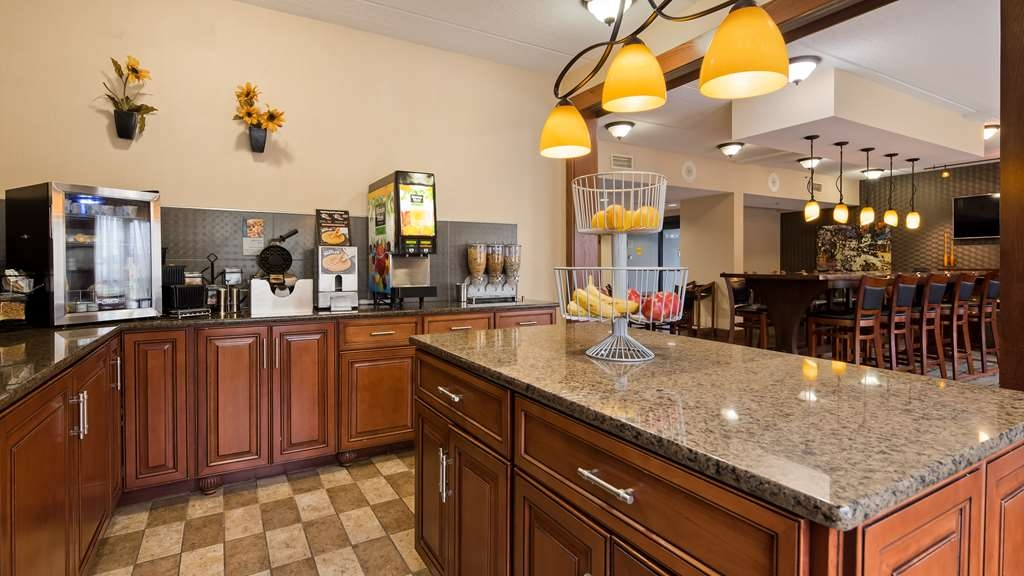 Best Western Delta Inn - Enjoy a complimentary full hot breakfast that includes waffles, hot eggs, breakfast meat, biscuits and gravy, cereal, fruit, oatmeal and muffins.