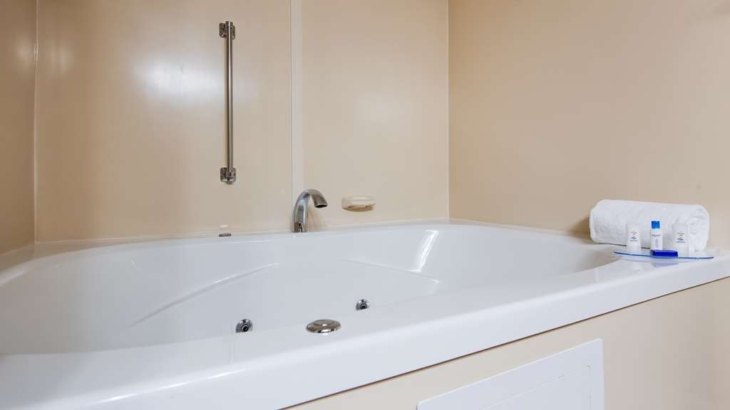 Best Western Delta Inn - Relax in our King Whirlpool Tub and let your worries melt away.