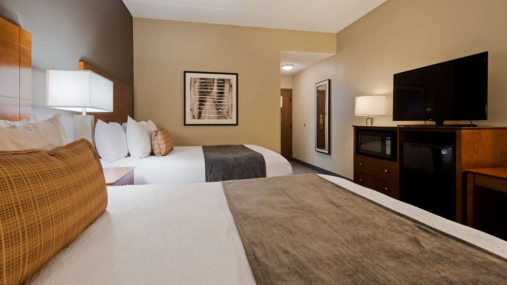 Best Western Delta Inn - Our standard 2 Queen guest room offers extra room for your family.