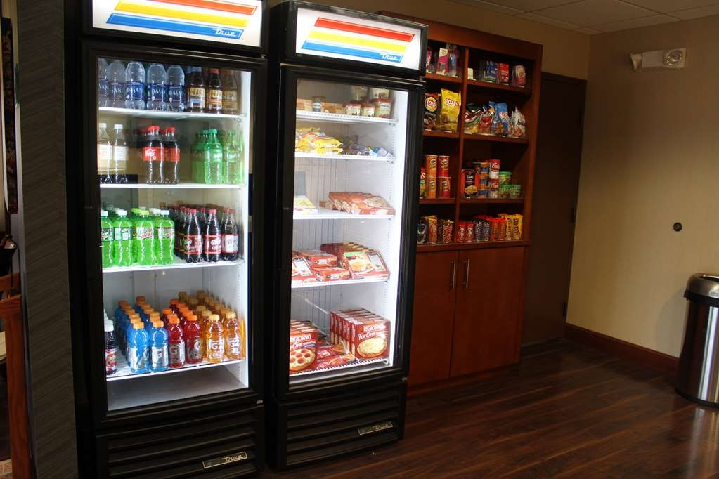 Best Western Delta Inn - For a midnight snack, stop by our Sundry Shop.