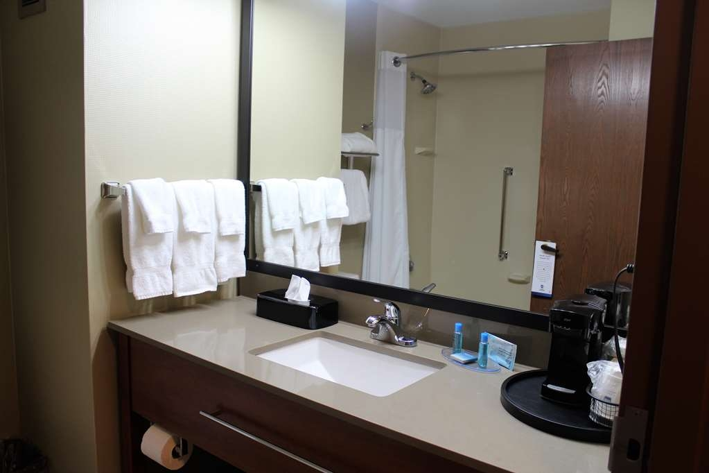 Best Western Delta Inn - We have plenty of room in our bathrooms and enjoy our fluffy towels.