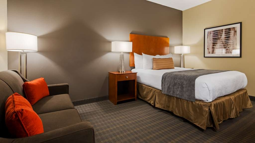 Best Western Delta Inn - Your comfort is our first priority. In our Queen Accessible Guest Room, you will find that and much more.