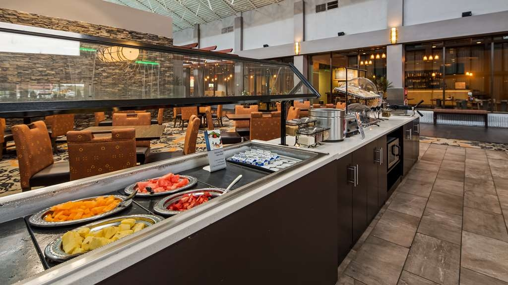 Best Western Premier Alton-St. Louis Area Hotel - Enjoy a balanced and delicious breakfast with choices for everyone served in our atrium area.