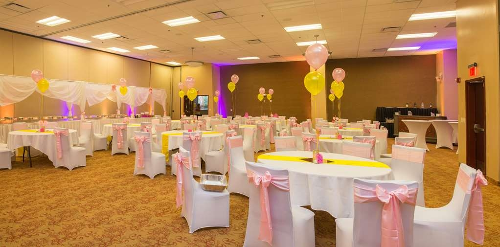 Parke Regency Hotel & Conference Ctr. , BW Premier Collection - Grand Ballroom is 12,000 square feet and can be sub-divided in to 5 different rooms. It can hold up to 700 people banquet style.