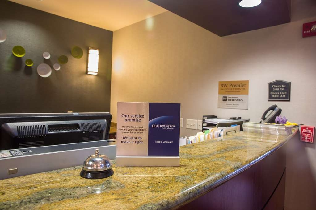Parke Regency Hotel & Conference Ctr. , BW Premier Collection - Front Desk