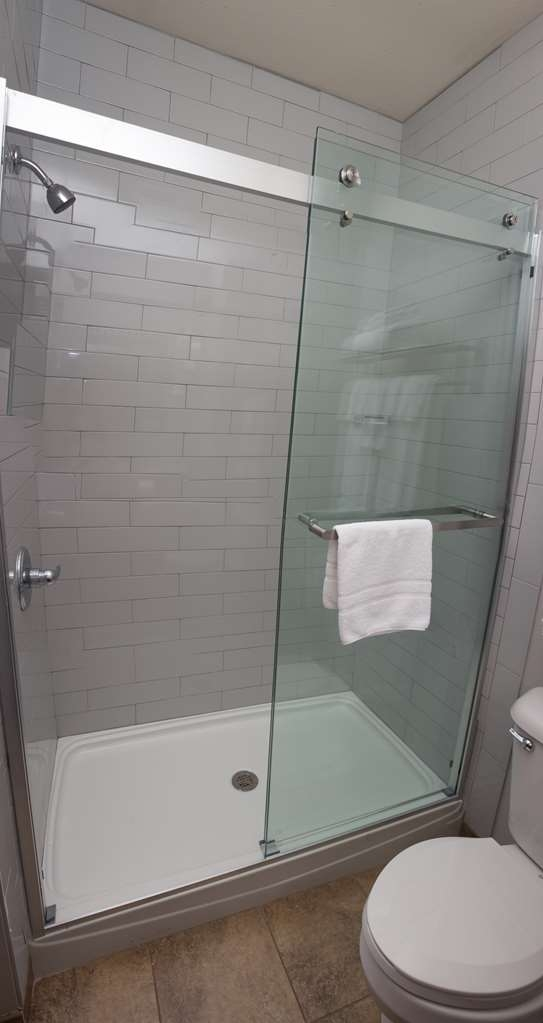 Parke Regency Hotel & Conference Ctr. , BW Premier Collection - Guest Room Shower