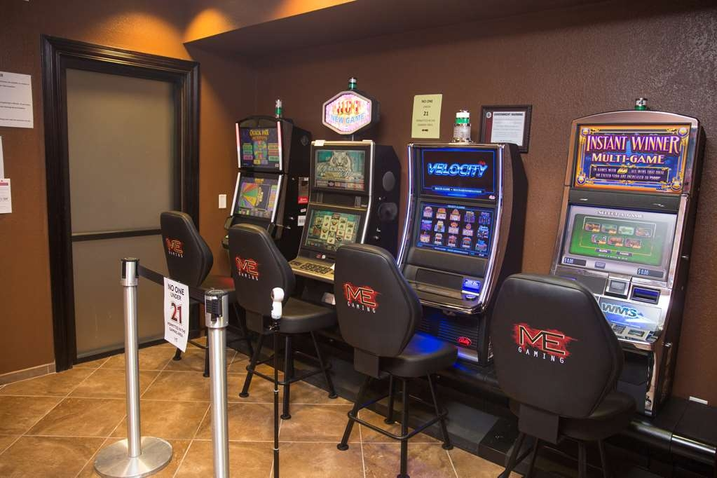 Parke Regency Hotel & Conference Ctr. , BW Premier Collection - Video Gaming Slot Machine in Lobby.